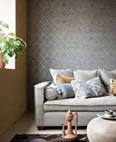 <b>ORIENTALSK:</b> Med varianter av mørk blått, mønstret vegg, dusker og myke tekstiler kjenner vi på noe orientalsk. Fra Borge.