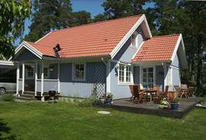 Velger du en nøytral grå eller en grå tonet mot blått vil fargen på huset bli blågrått eller blått.