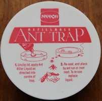 <b>MAURSLUKER:</b> Noen dråper gift i boksen, stikk hull i sidene, sett på lokket. Det blir en dødelig felle for mauren.
