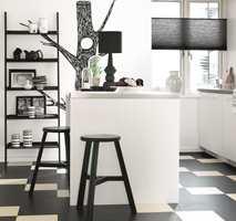 Linoleum er et rent naturprodukt, med stor slitestyrke og lang levetid. Dette gulvet er fra Forbo.