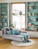 <b>FARGE PÅ TILVÆRELSEN:</b> Mal bokhyllene dine for å sette farge på tilværelsen. Gjør de til et viktig interiørelement.