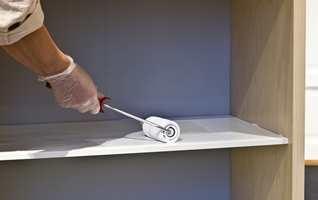 <b>RULL:</b> Best resultat får du når du påfører malingen med rull. (Foto: Mari Rosenberg/ifi.no)