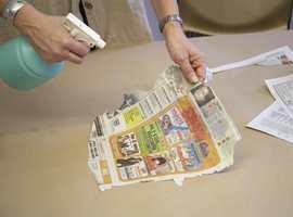Væt papiret som du ønsker å bruke.