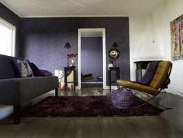 Tapetet Artwork gir en lun atmosfære og passer i mange typer rom.