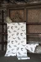 Fra det 300 år gamle arkivet til Cole & Son kommer også fuglemotiv. Disse er fra kolleksjonen Frontier.