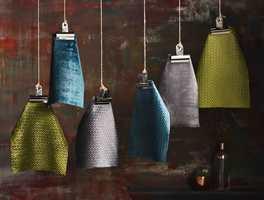<b>TÅLER:</b> Er det ett rom som virkelig tåler mørke farger, er det soverommet. Tekstiler: Lustro fra Borge. (Foto: Borge)