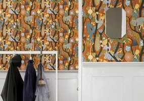 <b>FRISKT:</b> Du kan skape både elegante, stilige og mer lekne interiør med oransje. Tapet fra Borge.