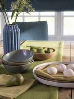 <b>FARGER:</b> Fargene påvirker oss i hverdagen, også når vi spiser. Innslag av duse tekstiler gjør seg på bordet. Tekstilet Vienna er fra Borge. (Foto: Borge)