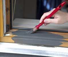Mal kant og fals 2 strøk. Det anbefales at grunningen har samme farge som toppstrøket. Det gir bedre dekk på siste strøk.