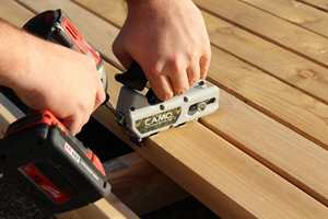 Det finnes en løsning for alle som ikke ønsker synlige merker etter spiker og skruer på terrassen.