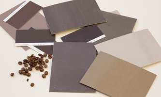<b>KAFFE:</b> Fargen på kaffebønner er brun. Blander vi den med ulike mengder fløte får vi en velkjent fargepalett.