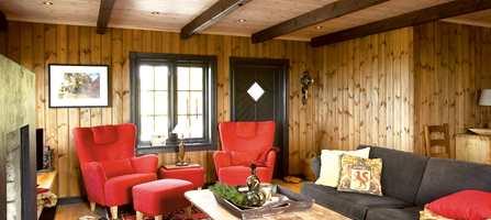 Selv om hytten er ny, trenger den ikke være uten hyttepreg. Da denne hytta ble satt opp var valg av materialer, overflater og farger i fokus for å skape den rette stemningen.