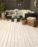 Kunstrottingmøbler har blitt svært populært i norske hjem. På en pent behandlet terrasse kommer møblene til sin rett.