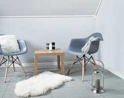 Ferdigmalte plater til vegg og tak - kan det bli bedre? Hvite farger er populære og det har produsenten tatt konsekvensen av.