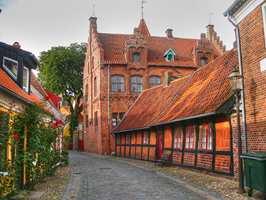 Byen Ribe, som ligger like sør for Esbjerg på Syd-Jylland, regnes for å være Danmarks eldste by. Her har både kommunen og private huseiere arbeidet aktivt med bygningsvern. Foto: Ccflickerdm1795