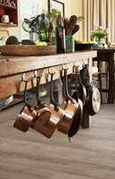 <b>POP MED VINYL:</b> Hos Polyflor er klikkvinylen Camaro Loc populært på kjøkkenet. (Foto: Polyflor)