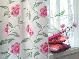 <b>SOMMER:</b> Med slike tekstiler rundt vinduet blir det full sommer. Camengo føres av Green Apple. (Foto: Green Apple)