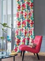 <b>FRISKT:</b> Hvis du er lei det hvite interiøret eller vil gi stua er sommerlig løft er fargerike gardiner reneste tryllemidlet. (Foto: Green Apple)