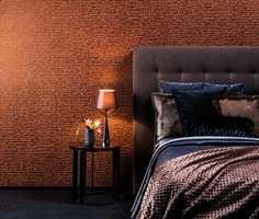 <b>VARMT:</b> Det er enklere å få en lun og varm atmosfære på soverommet med mørke farger. Tapet: Capiz CAP56 fra Omexco/INTAG. (Foto: INTAG)