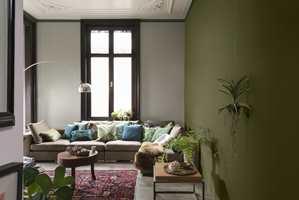 <b>TREKLANG:</b> I dette rommet kjenner vi igjen treklangen blågrønn, gulgrønn og rødt. Rommet er malt i farger fra Nordsjö. (Foto: Nordsjö)