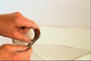 Om man spruter litt lasurolje på overflaten med en pensel med stiv bust, kan man få en markspist effekt.