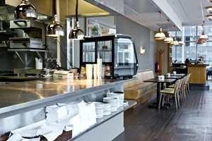 <b>NYTT </b>KJØKKEN: Under ulike navn har det vært servert mat i bygget siden 1940-tallet. I januar 2017 åpnet City Bar & Spiseri etter oppussing. Restauranten og baren har til sammen plass til 130 sittende gjester.