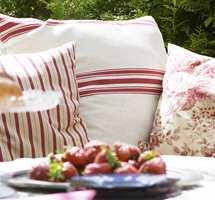 Impregneringen forandrer verken tekstilets farge eller følelse. Hageputene vil kjennes like myke og gode som da de var nye, og impregneringen beskytter i tillegg mot slitasje, smuss, falming og bakterie- og muggvekst.
