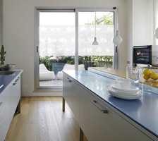 Med vindusfolie montert på vinduet reduseres varmegjennomstrømningen gjennom glasset