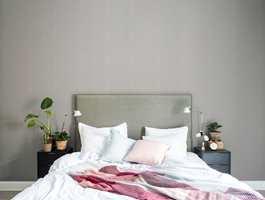 Tweedmønstre gir dybde og liv til tilnærmet ensfargede vegger.