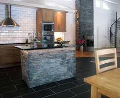 BAC-Stone fungerer like godt ute som inne og kan for eksempel brukes på grunnmuren.