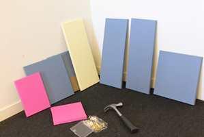 <b>FARGEPRØVER:</b> Veien vekk fra hvite vegger har startet. Fargeprøvene kan vurderes i ro og mak.