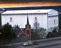 Uavhengig av vær og vind bygges det i JM-Hallen et seks etasjers bygg på Aspudden ved Essingeleden utenfor Stocholm.