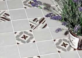 <b>LEVENDE ROM:</b> Utvalget av gulvfliser er stort. Velger du mønstrete fliser vil entreen bli et spennende rom.