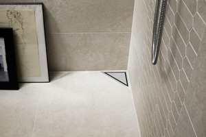 <b>SMÅ ROM:</b> Ekspertene hos Unidrain anbefaler ofte hjørnesluk på små bad. Her er HighLine Panel hjørneavløp fra Unidrain/Rørkjøp.