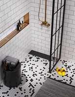 <b>URBANT:</b> – Den urbane kolleksjonen fra Vieser gir deg muligheten til å bygge badet rundt sluket, sier Ekornåsvåg hos Ecodrain. Her ser du Vieser Line Black fra Ecodrain/Rørkjøp.