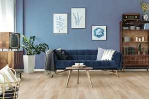 <b>KOMFORTABEL KORK:</b> Med korkgulv i stuen får du et varmt gulv som er deilig å gå på, som reduserer støy, og som demper støt. Velger du også korkgulv som tåler vann, som Hydrocork fra Wicanders/RBI Gulv, har du et svært praktisk og pent gulv for hverdagslivet.