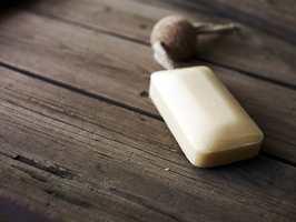 <b>TRESTRUKTUR: </b>Våtromsvinyl som ser ut som ekte tre er et godt alternativ på badet. (Foto: Forbo Flooring)