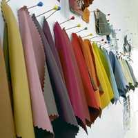 Lystette tekstiler finnes i mange farger. En ide kan være å velge farge på gardin først og så male veggen i en farge som er blandet etter tekstilet.
