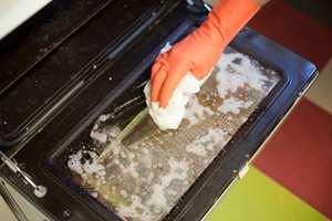 <br/><a href='https://www.ifi.no//effektiv-rengjoring-av-stekeovnen'>Klikk her for å åpne artikkelen: Effektiv rengjøring av stekeovnen</a>