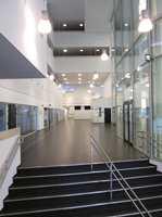 <b>RENT:</b> Skolebygg stiller høye krav til gulvet. Med sin LPX-finish er Lino Art Star Linoleum fra DLW ekstra enkelt å rengjøre og vedlikeholde.