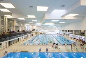 <b>TIL MINNE:</b> AdO arena er oppkalt etter den avdøde svømmeren Alexander Dale Oen. Det er Norges hovedanlegg for svømming og stup, og har i tillegg til hovedbassenget et stupebasseng, et familiebasseng og et terapibasseng.