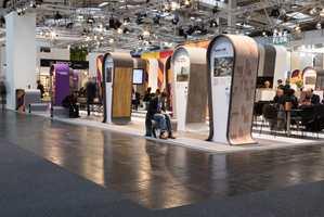 <b>GIGAMESSE:</b> Tolv smekkfulle messehaller ble tatt i bruk da hele verdens gulvbransje viste frem sine løsninger for gulv på messen i Tyskland.