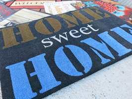 <b>VELKOMMEN HJEM:</b> En god dørmatte er mer enn en hyggelig velkomsthilsen. Den skal også fjerne smuss fra sko og støvler.