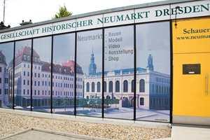 En egen informasjonspaviljong gjør at turister og tilreisende fagfolk kan følge historien og gjenoppbyggingen ved hjelp av utstillinger, modeller og video. Dresden har gjort den store rehabiliteringen til et turistmål.