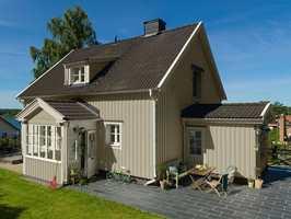 <b>DRØMMEHUSET:</b> Gjør du et grundig forarbeid før huset skal males, vil du få et resultat som varer på drømmehuset, sier Kristin Haug Merkesdal fra Beckers. (Foto: Beckers)