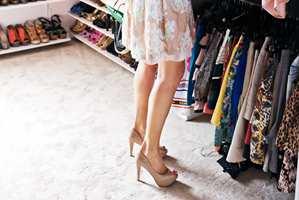 Er du av de heldige som har et eget garderoberom til disposisjon? Da kan drømmen om et luksuriøst walk-in closet bli virkelighet. Med de rette elementene får du en ryddig, praktisk og elegant drømmegarderobe.