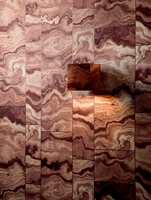 <b>MARMOR TIL VEGGS</b> Noen meter tapet er alt som skal til. Her i jordfarger, fra kolleksjonen Venezia og finndintapet.no (Foto: Borge)