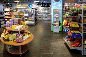 MIX-kiosken på kjøpesenteret er svært trafikkert med grovt fottøy, men ser like fint ut etter mer enn fem års bruk.