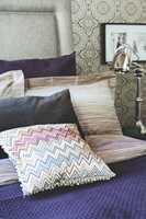 Fargeskalaen er dempet, og tekstiler i ulike kvaliteter skaper en fin variasjon.