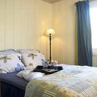 I soverommet kommer jordfargene tydelig frem. Det blågrønne er viktig, men farger fra tang og tare passer også godt inn.